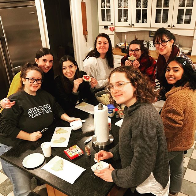 Semester-ending rituals: study break with senate and science poster session #thatssosarahlawrence #sarahlawrencecollege #slcpresidentshouse #barbarawalterscampuscenter