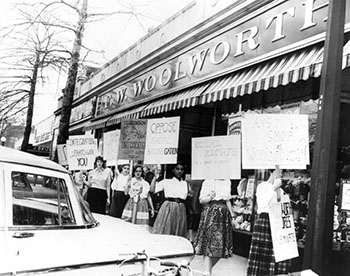Sarah Lawrence students picket Woolworths in Bronxville, April 14, 1960. Photographer Unknown, (Sarah Lawrence College Archives)