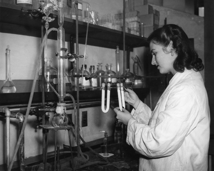 Ruth Carter '45 in a science lab for Maria Goeppert Mayer's 1944 Fundamentals in Physical Science class. Photograph by Rizzolla Photo Service. Courtesy of the Sarah Lawrence College Archives.