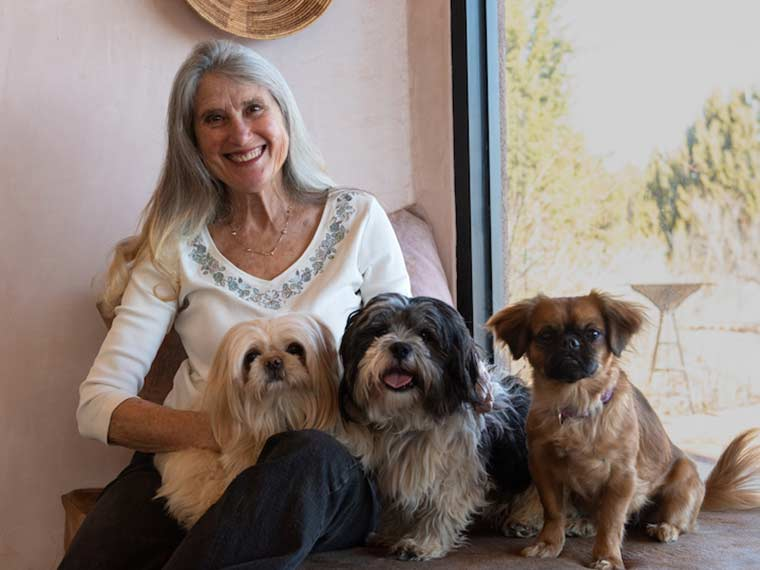 Jana de Peyer with her dogs Sange, Paco, and Lula