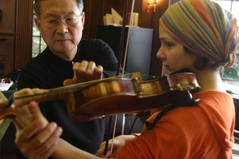 Sungrai Sohn with a student