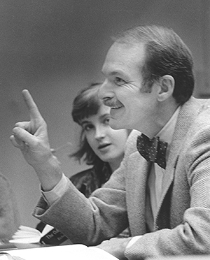 David Bernstein in class with students, circa 1980s. From the Sarah Lawrence College Archives.