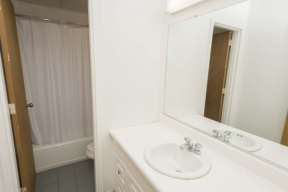 Andrews Court bathroom