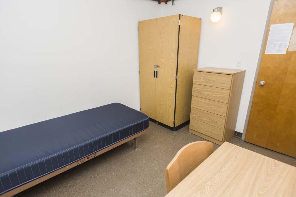 Slonim Woods dorm room