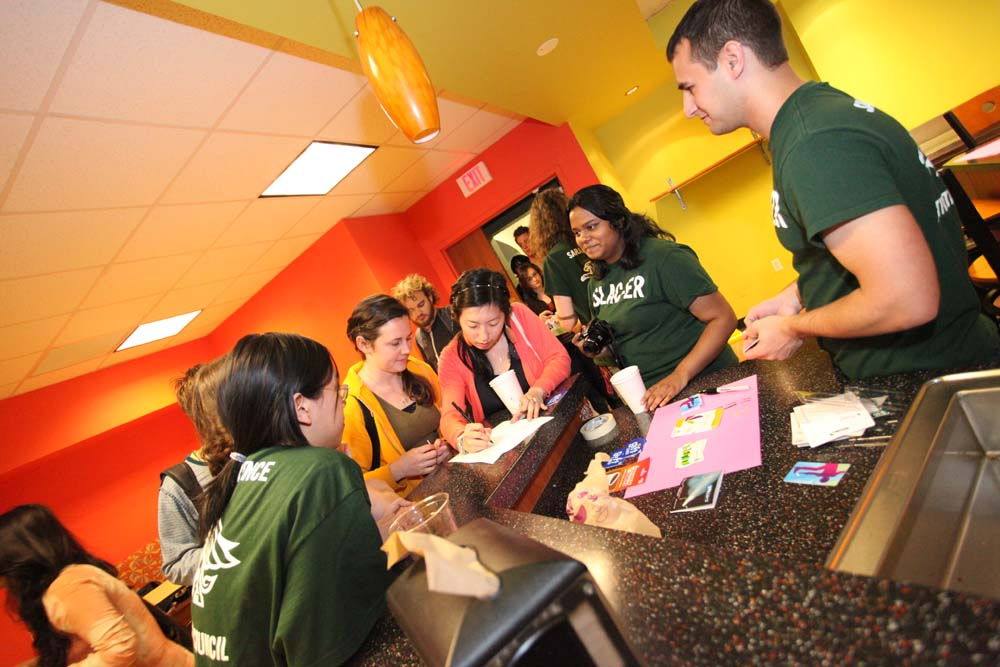 pic of students signing up at the Midnight Breakfast
